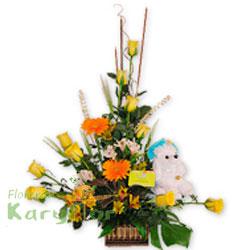 Hermoso arreglo floral elaborado en base de mimbre, contiene 10 rosas importadas, gerberas, astromelias, fino follaje. Incluye peluche en variedad de modelo y tarjeta de dedicatoria. Pueden adicionarles chocolates ingresando a opcion REGALOS en la parte superior de la Pag. web
