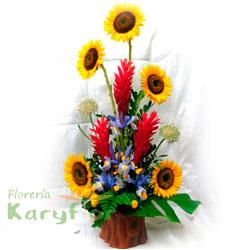 Arreglo floral elaborado con girazoles y variedad de flores en base de cerámica decorada (modelo tronquito). Incluye tarjeta de dedicatoria. Pueden adicionar Chocolates y más, ingresando a la opción REGALOS en la parte superior de la Pág. web.