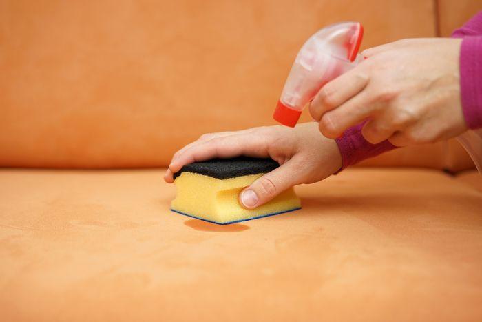 Czyszczenie tapicerki domowym sposobem