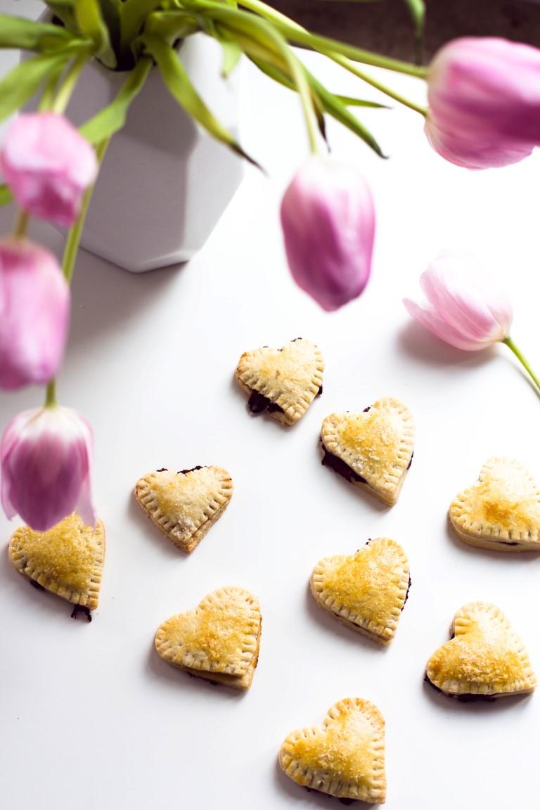 Kekse-Herzen-gefüllt-mit-Marmelade-Valentinstag-Rezept-34