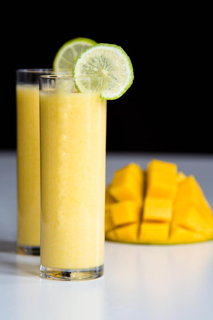 Mango-Cocktail-mit-Limettensaft-und-Kokosmilch-Rezept-01
