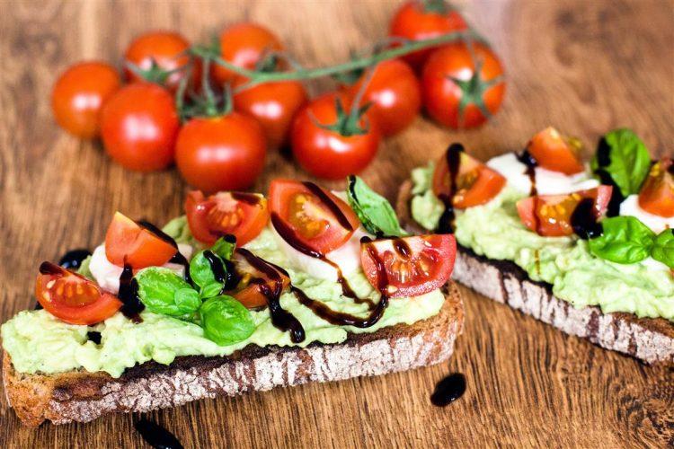 Caprese-Avocado-Brot-(getoastet)-Rezept-11