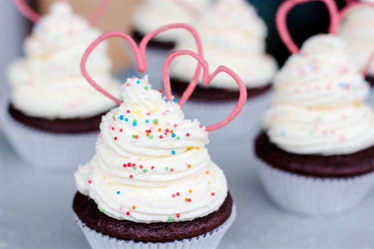 Cupcakes mit Herz zum Valentinstag