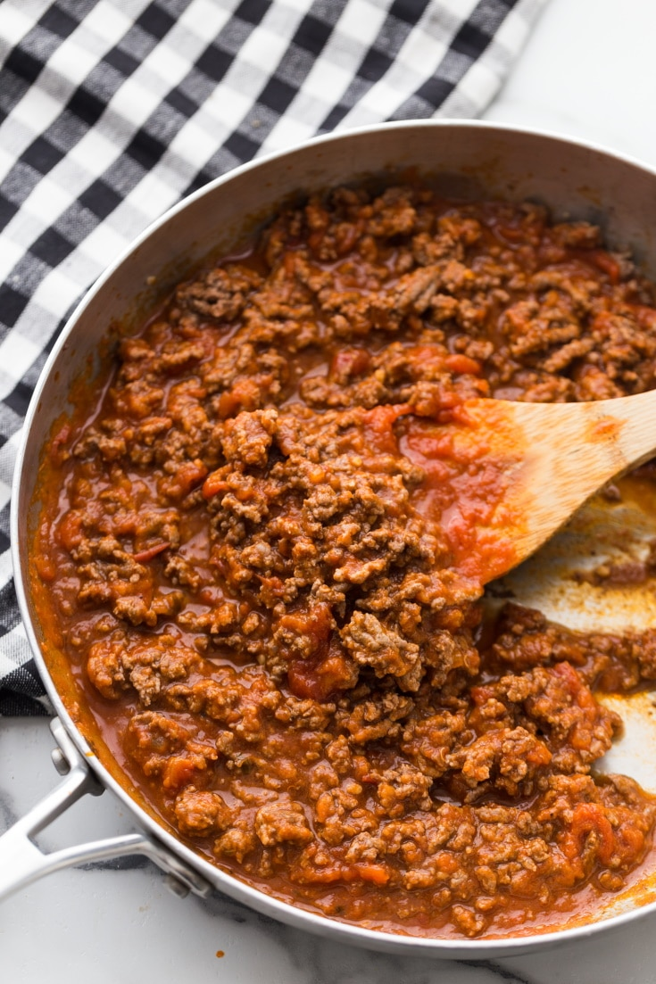 low carb marinara sauce for low carb lasagna in a skillet
