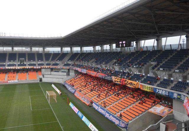 長野Uスタジアム ゴール裏 サポーター 非対称なスタジアム