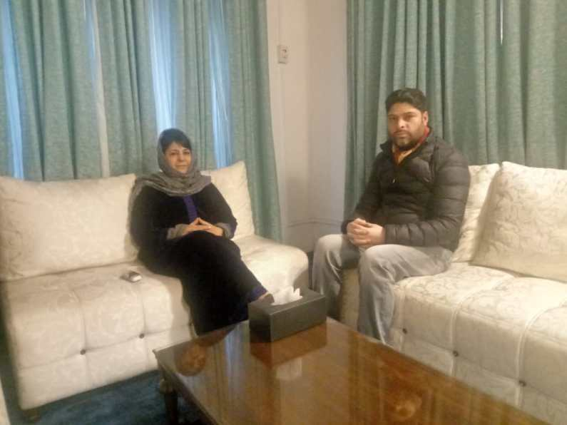 Dilshad meets Mehbooba decides to remain in PDP