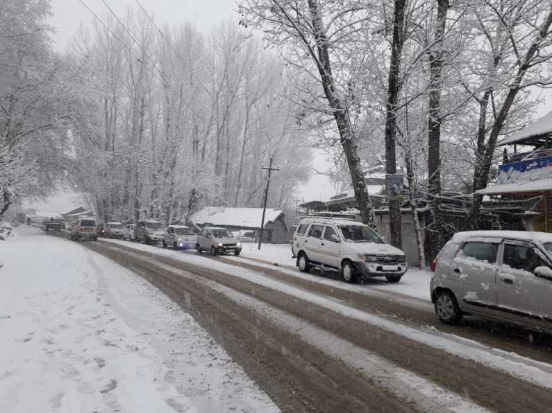 Jammu-Srinagar National Highway closed due to fresh snowfall
