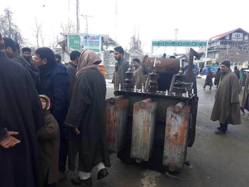 Power crisis in Shopian, residents register protest