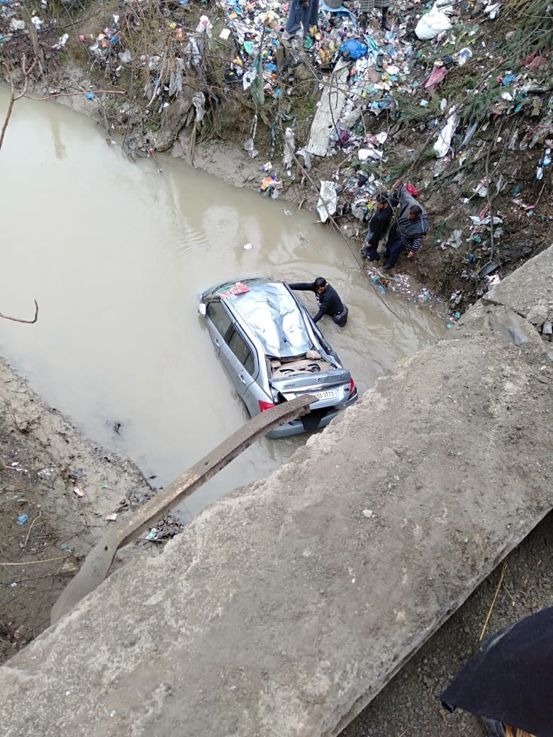 Three persons including driver  Injured as car fell down into Nallah in Rafiabad