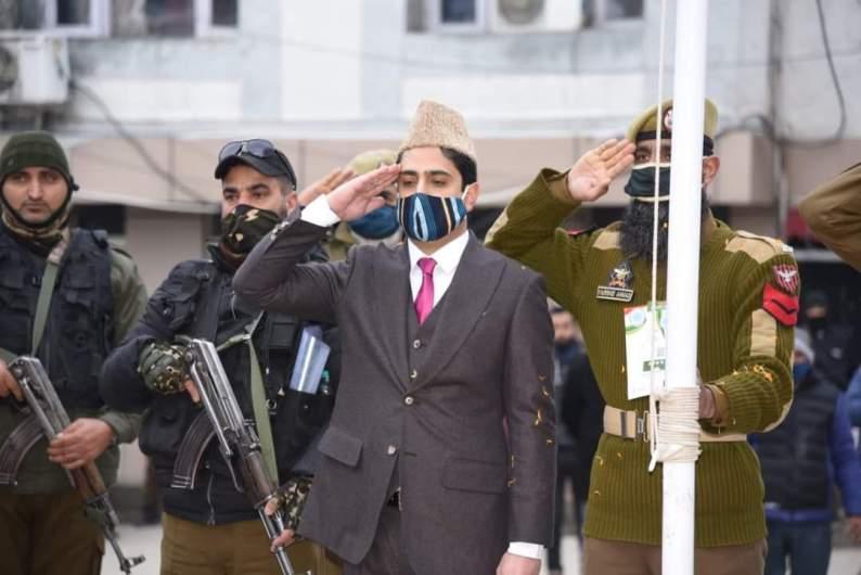 SMC celebrates R-Day, Mayor Mattu unfurls tri-color