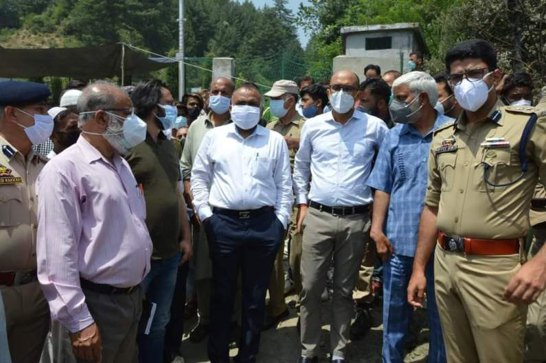 Div Com Kashmir Visits Fire Victims of B'la, Assures Every Possible Assistance