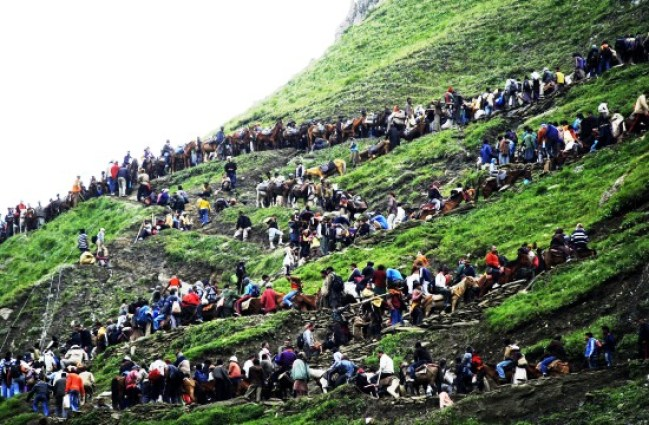 Pilgrims negotiating the rough track at Teerial Pather while on way to Amarnath cave. Photo: Bilal Bahadur