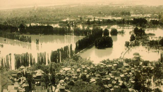 Great Flood of 1902: An areal view of Malteng, Drugjun, Chinar Bagh, Golf Grounds and vast area ofthe city including Dalgate seen inundated in this historic picture.