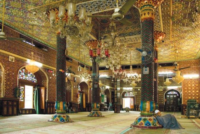 Incredible interiors of Dastgeer sahab Shrine