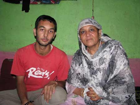 Suhail Ahmad Dar with his mother-Photo:Sameer Yasir.