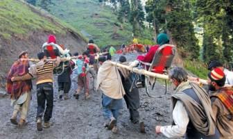 Labourers carrying a Yatris -Photo: Bilal Bahadur