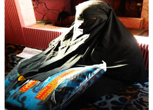 A poor woman receiving aid at the Anjuman -- Photo: Abdul Basit