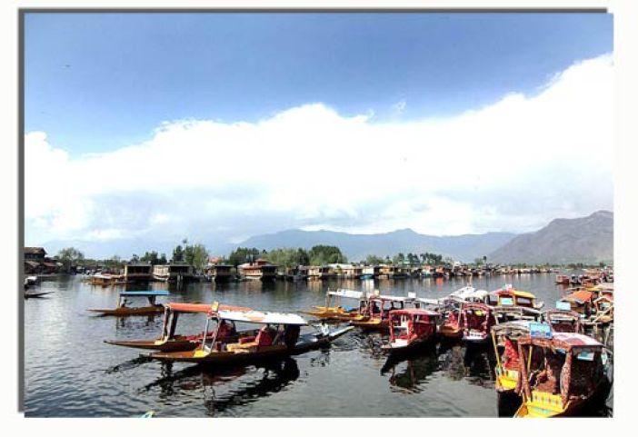 A lanscape view of Dal Lake --Photo: Bilal Bahadur