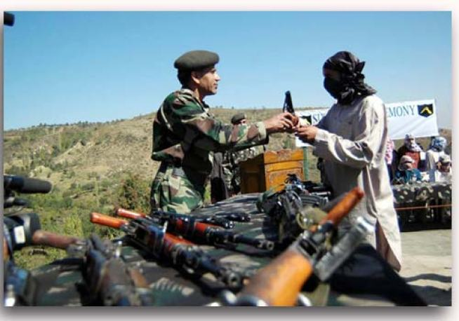 A Kashmiri militant surrenders in front of a former General officer Commanding of 19 infantary Div Major Gen. Ramesh Halgali in Baramulla on 20th April 2007.