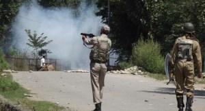 Police using tear smoke shells in Kulgam