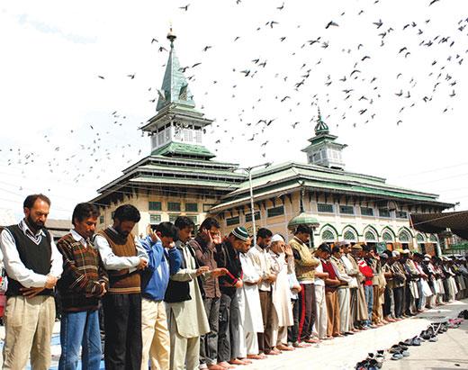 People offering Nimaz at Peer Dastageer Sahib Shrine in Srinagar. Pic: Bilal Bahadur