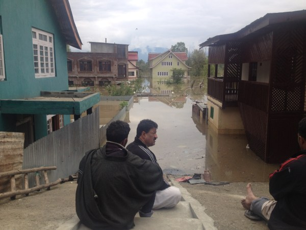 As Jhelum breached at several places in Pampore houses located as far away as Tulbagh, Konibal and Myej were completely flooded.