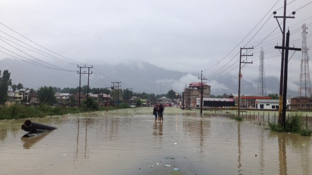 The highway at Pampore