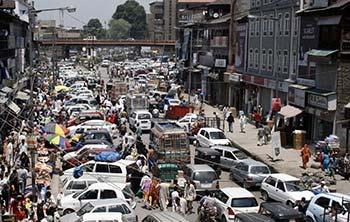 Traffic-Jam-in-Hari-Singh-High-Street-Srinagar
