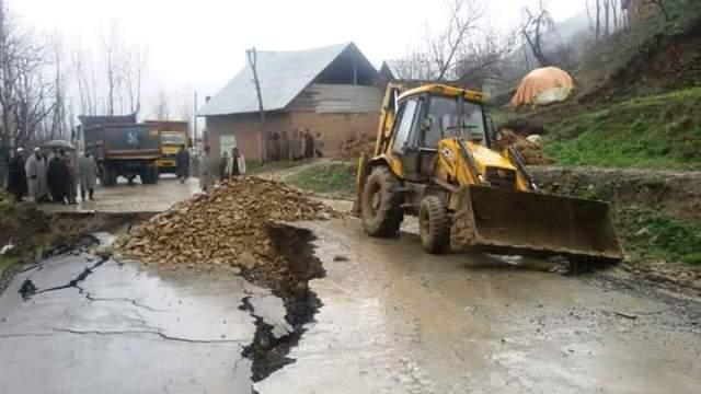 Landslide-torn road in Kanidejh