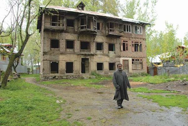 Abdul Rahim guarding pandit houses in Ladyun, Ganderbal.