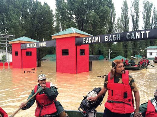 Army-Men-rowing-boats-during-floods-2014--at-the-main-gate-of-Badami-Bagh-Cantt-Srinagar-Kashmir
