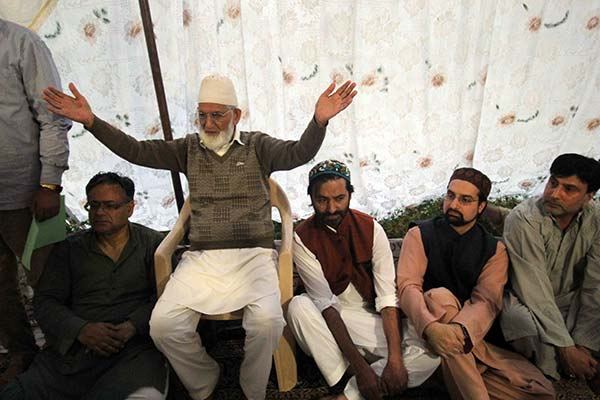 Syed Ali Geelani hosted an Iftaar party which was attented by Mirwaiz Umar Farooq and Mohammad Yasin Malik. KL Image: BIlal Bahadur