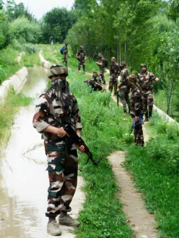 Militants-in-Tral-Kashmir