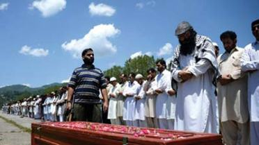 Syed-Salahudin-leading-funeral-prayer-of-a-militant-killed-in-a-blast-in-Baramulla-district