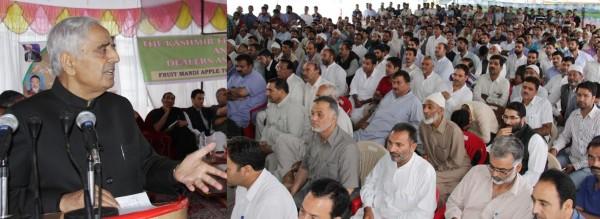 Mufti addressing a public rally in Sopore.