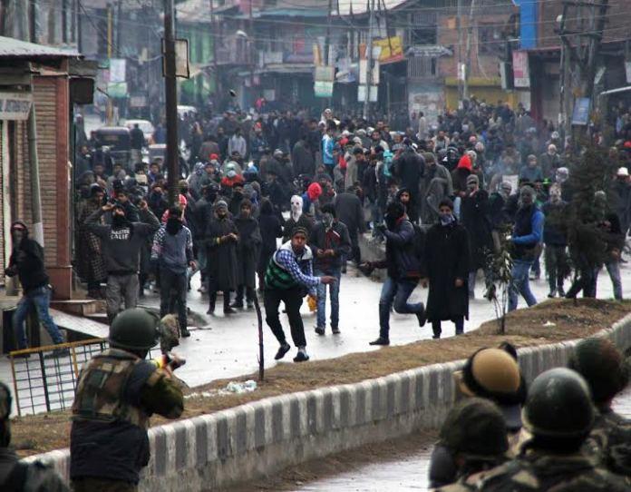 The Old Srinagar clashes post Friday prayers. (KL Images by Bilal Bahadur)