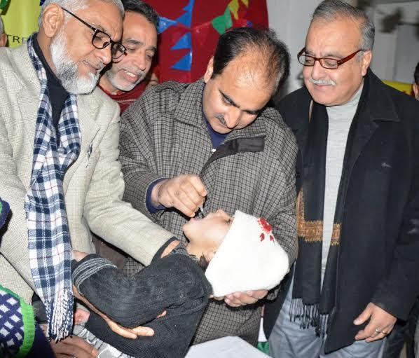 DC Srinagar, Dr Farooq A Lone, administering pulse polio vaccine to a baby at PHC Batamaloo on Sunday. (KL file Image)