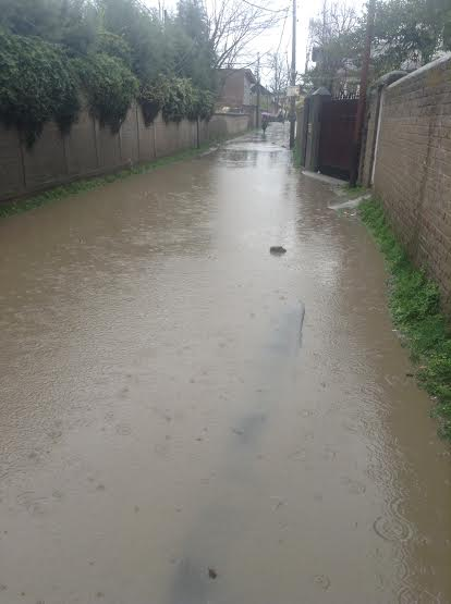 An inundated lane in  Baghat area of Barzulla.
