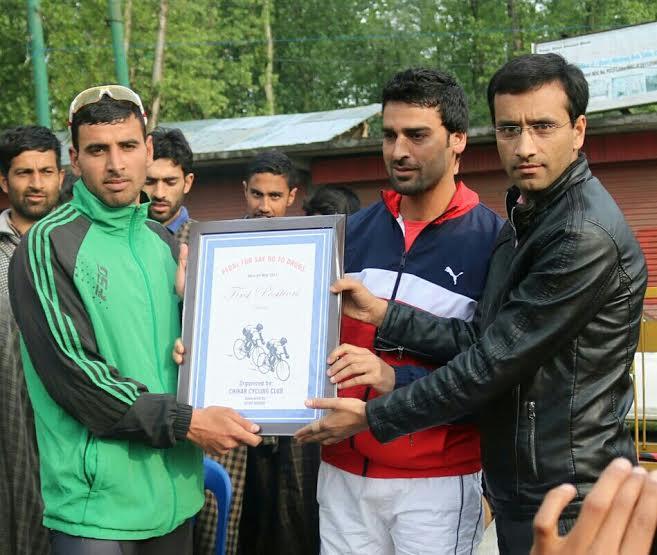 Rifat Abdullah giving away prize to Kashmir's International cyclist, Akbar Khan