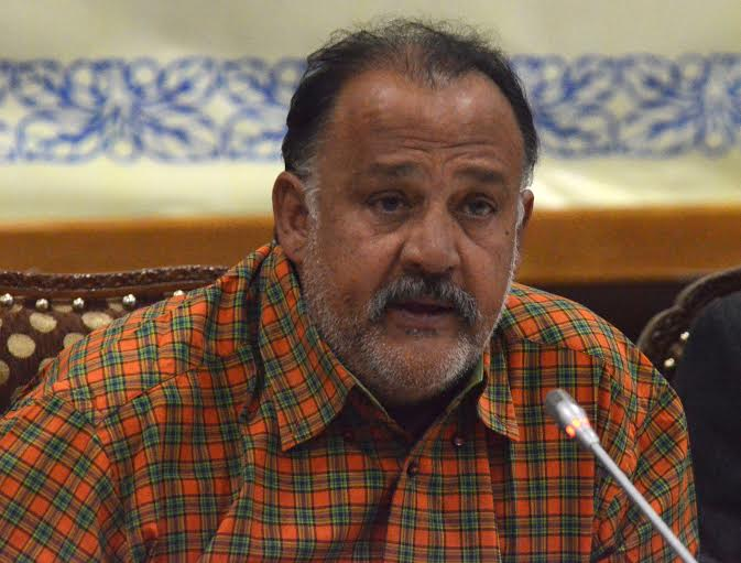 Veteran Bollywood actor Alok Nath addressing a press conference at SKICC in Srinagar on Wednesday during shooting of Bollywood feature film Sargoshiyan in KashmirPHOTO BY BILAL BAHADUR