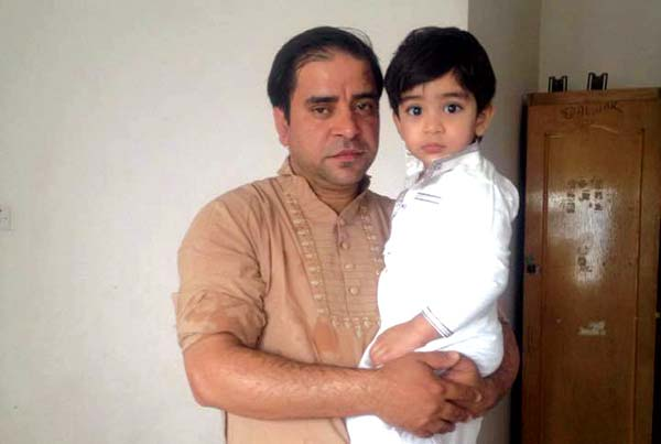 Bashir-Mir-with-his-son,-died-in-a-road-accident-with-other-3-family-members-after-performing-Umrah