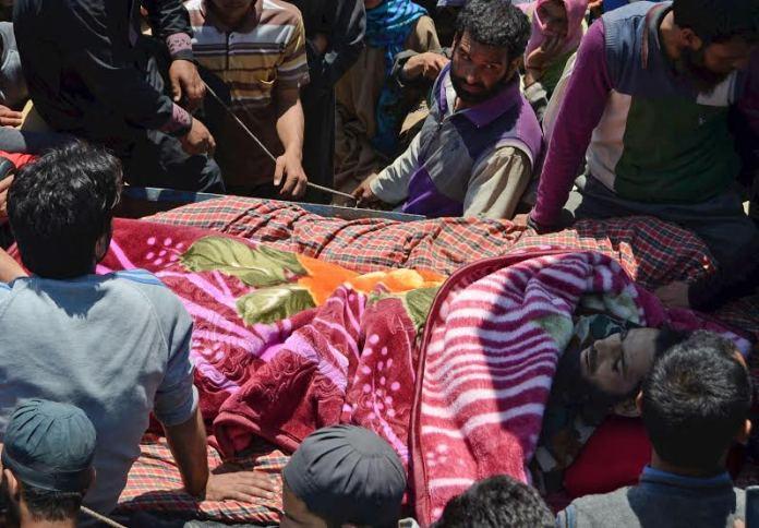 Farooq Ahmad Sheikh Funeral on May 17, 2016 photo by Bilal Bahadur