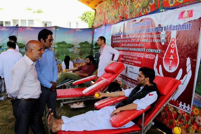 Waheed Ur Rehman Para at KU Blood Donation Camp on May 30, 2016