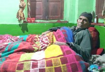 Dar bedridden at his home in Thajiwara, Bijbehara. Culture - Plebiscite and Poetry.