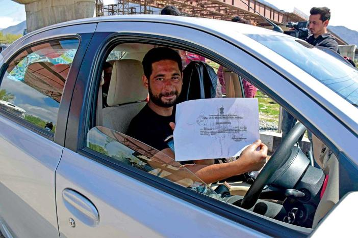 A car driver showing a Movement Pass.