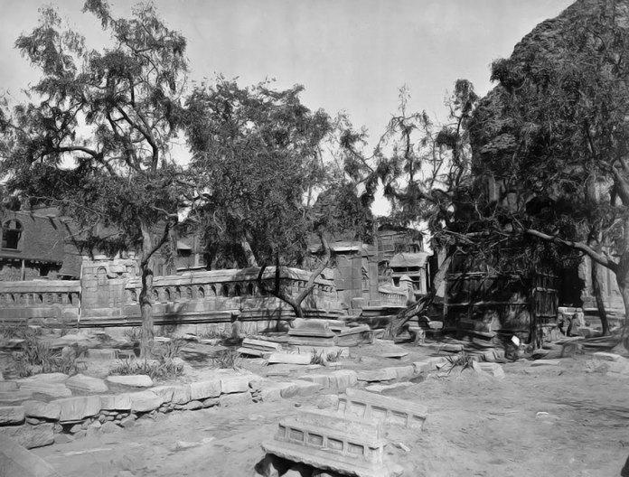 An 1886 photograph of the Mazar-e-Salateen where popular Sultan Zainulabidin is buried.