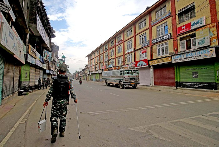 A deserted view of Srinagar post August 5. KL Image by Bilal Bahadur