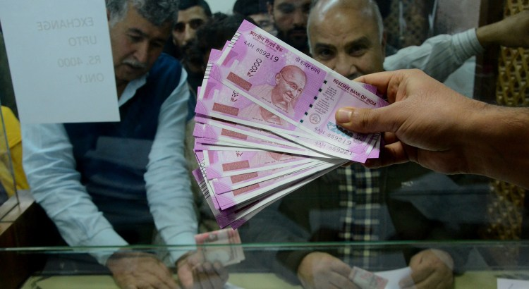 Demonetisation panic: Unprecedented rush to banks in Kashmir