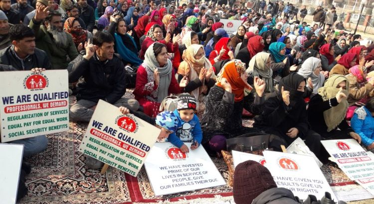 NHM employees continue to protest in Srinagar