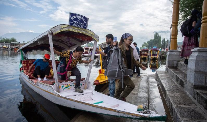 Miffed Tourists, Yatris Start Leaving Kashmir Valley